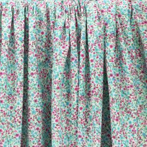 """Tissu coton imprimé """"Libertyne - Rose"""" © Eyrelles Tissus"""