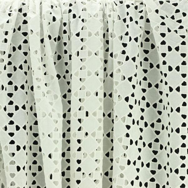 Tissu broderie anglaise Mia Blanc cassé 100% coton © Eyrelles Tissus