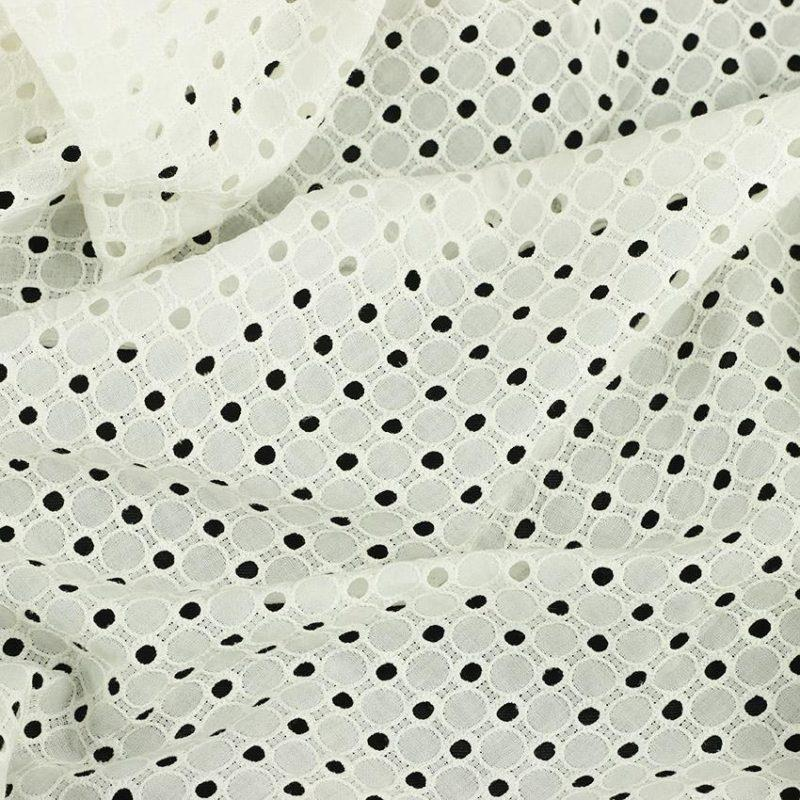 Tissu broderie anglaise Mary Blanc 100% coton © Eyrelles Tissus