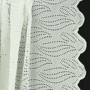 Tissu broderie anglaise Michelle Blanc Cassé 100% coton © Eyrelles Tissus
