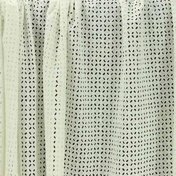 Tissu broderie anglaise Cassie Blanc cassé 100% coton © Eyrelles Tissus